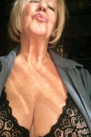 Geile Oma für Sexkontakte