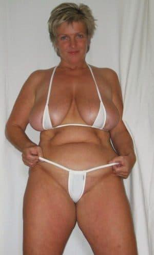 37 jährige Milf mit großen Busen will sich zum Sex treffen