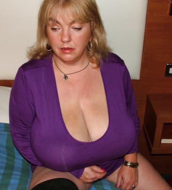 44-jährige Rubensdame mit sehr großem Busen will Sex
