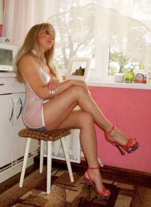Hausfrau gelangweilt sucht Sexaffäre